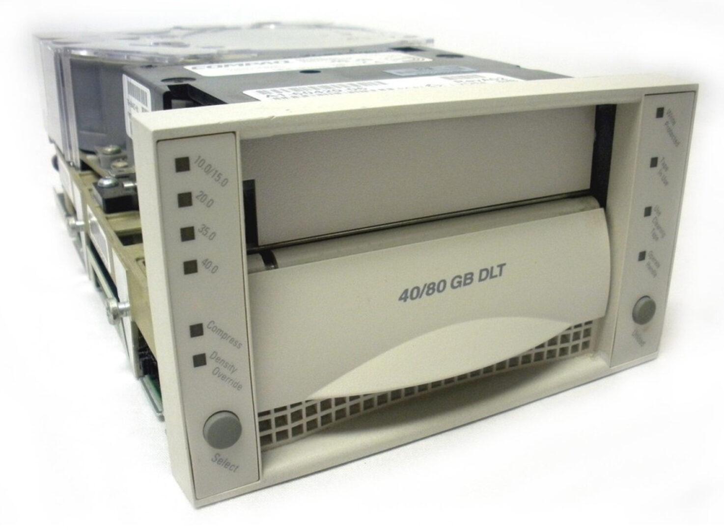 DLT8000